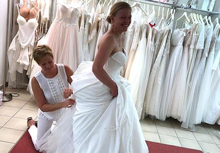 Hut-und-Brautmoden-Dagmar-Balz-ABsteck und Änderungsservice