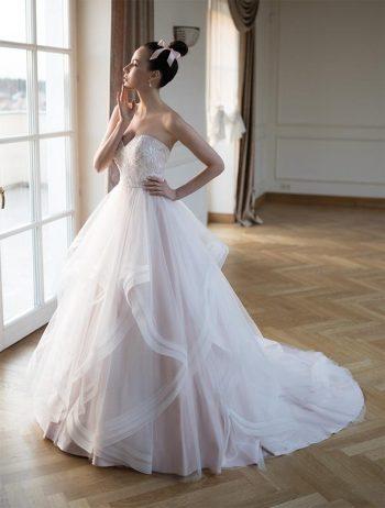 Brautmoden Balz-Aphrodite-1_Brautmode_Lohrengel_Brautkleid_Altara-Dea