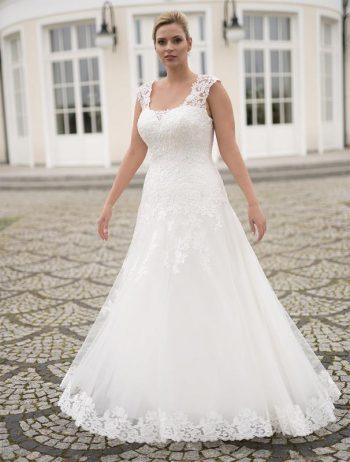 Brautmoden Balz-Maxima-1_Brautmode_Lohrengel_Brautkleid_Molly-Monroe