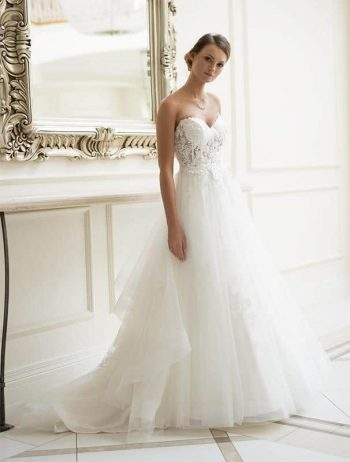 Brautmoden Balz-Raissa-1_Brautmode_Lohrengel_Brautkleid_Lignesse